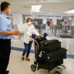Estados Unidos exigirá a los extranjeros adultos estar vacunados contra el COVID-19 para ingresar al país